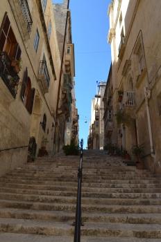 Valetta'nın inişli çıkışlı yolları