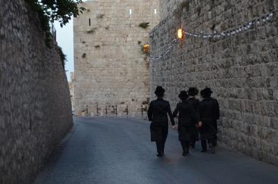 Shabbat akşamı Yahudiler