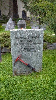 Mezarlıkta birçok milletten hayatını kaybetmiş dağcılar yatıyor