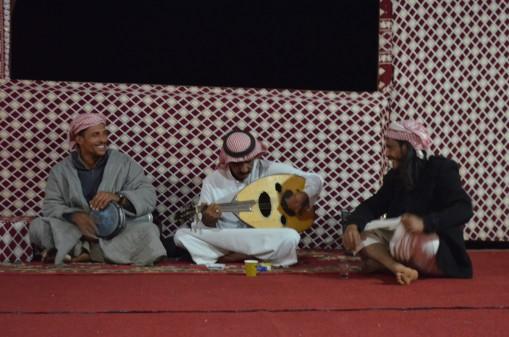 Ud ve Darbuka-Farklı olan tek şey şarkıların Arapça olması