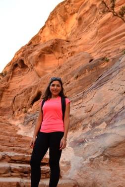 Yol boyunca kayaların renklerini izlemek çok keyifli