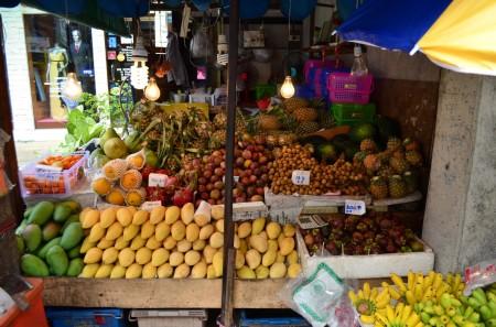 Meyva tezgahları her yerde