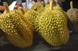 Durian meyveleri