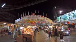 Akşam pazarından bir görüntü