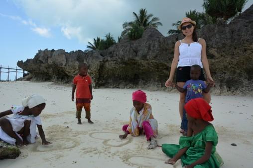 Zanzibarlı çocuklar bizlere sevgilerini gösterirken:)