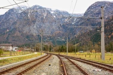 Avusturya'da bir çok Avrupa ülkesi gibi oldukça gelişmiş bir raylı ulaşım sistemine sahip
