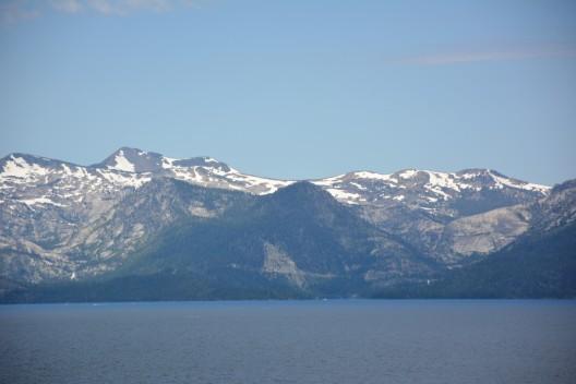 Temmuz ayında karlı dağlar