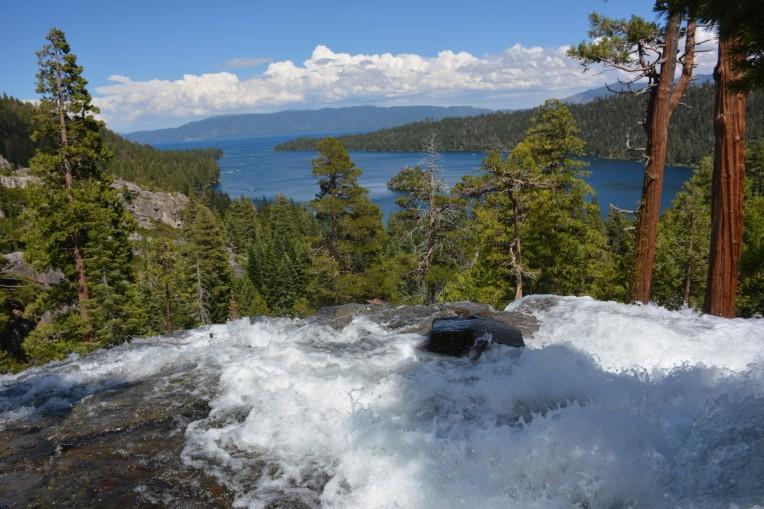 Lower Eagle Falls'tan Emerald Bay manzarası