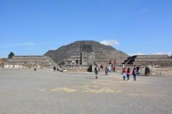 Ölüler yolundan Ay Piramidi